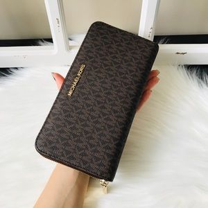 MK Jet Set Travel Wallet